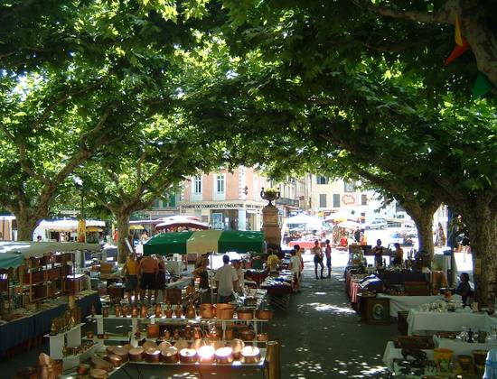 Eglise et marché de Prades